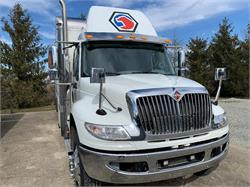 26' Box,  DNJ Custom Tool Truck, One Owner, Low Miles
